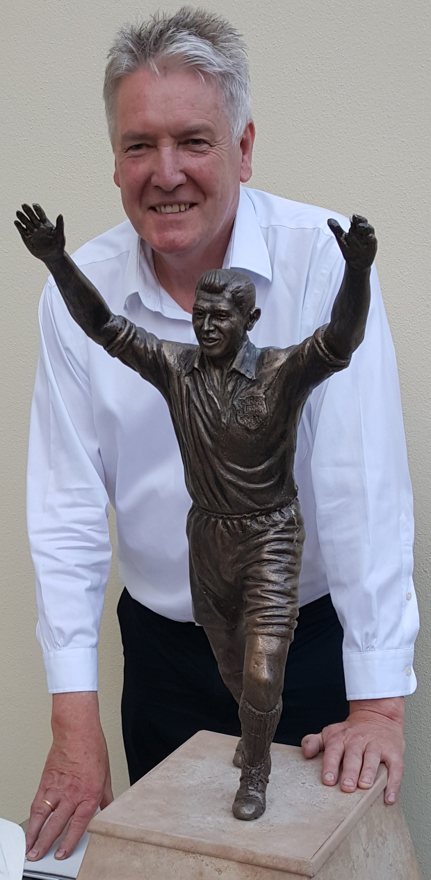Tom Murphy with statue miniature